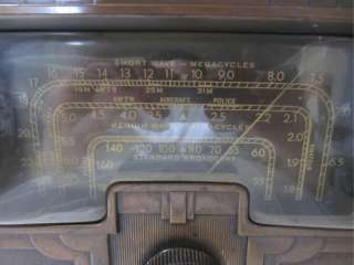 Antique VTG. RCA VICTOR TOMBSTONE WOOD RADIO   MODEL 7T ART DECO