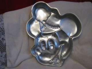 VINTAGE WILTON WALT DISNEY MICKEY MOUSE TIN CAKE PAN